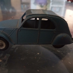 Voiture DINKY TOYS